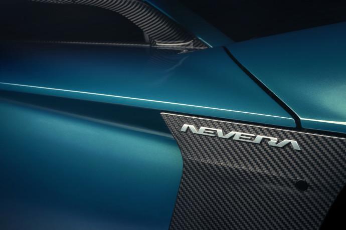 """Kaip ir minėjome anksčiau, """"Rimac Nevera"""" yra serijinei gamybai paruošto """"Rimac C_Two"""" koncepcinio automobilio versija, kuri pirmą kartą visuomenei buvo pristatyta dar 2018 m. tarptautinėje Ženevos automobilių parodoje."""