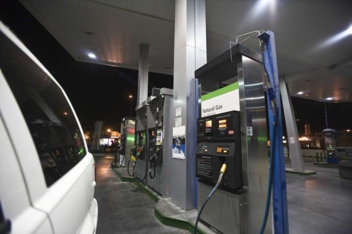 Automobilių taršos klausimus Europoje imtasi reguliuoti iš peties XX a. pabaigoje, kai gamintojams įvesta emisijų standartizavimo sistema. Joje apibrėžti ribiniai transporto priemonės variklio išmetalų kiekiai, kurių privalu neviršyti metodologinių testų metu.