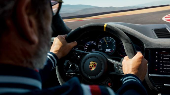 """Porsche"" pristatė iki šiol galingiausią ""Cayenne"" serijos modelį ""Cayenne Turbo GT"""