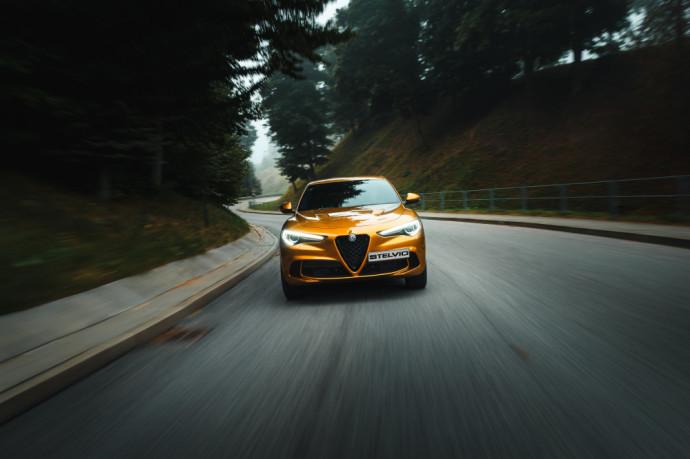 """""""Alfa Romeo"""" kviečia automobilių entuziastus išbandyti šelmiškai greitą """"Stelvio Quadrifoglio"""""""