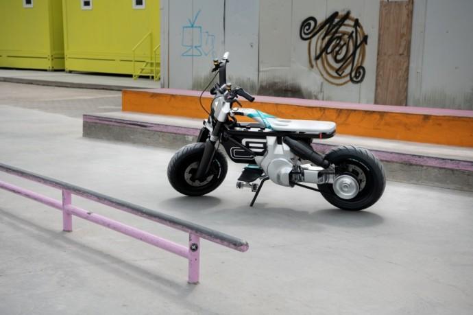 BMW tvaraus mobilumo ateitis – automobilis iš perdirbtų medžiagų ir dviračio-motociklo mišrūnai