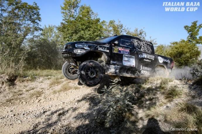 """""""Italian Baja"""" etape įveikęs buvusį WRC pilotą Benediktas Vanagas užėmė trečiąją vietą"""
