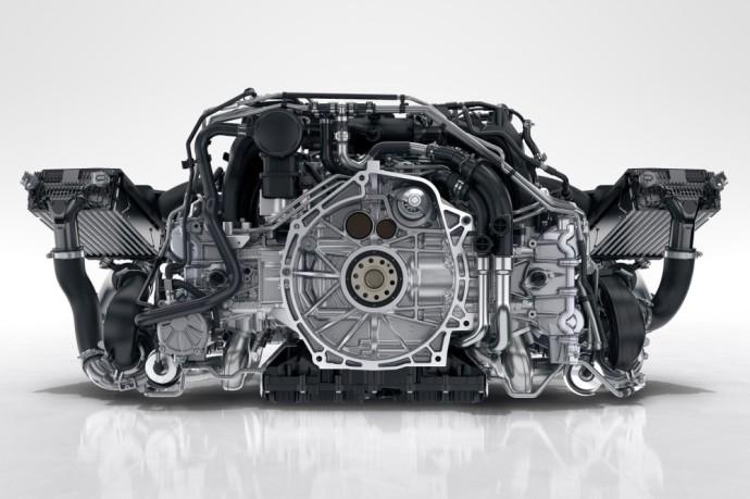 """Kaip """"Porsche"""" sugebėjo pašalinti erzinantį turbinos vėlavimą?"""