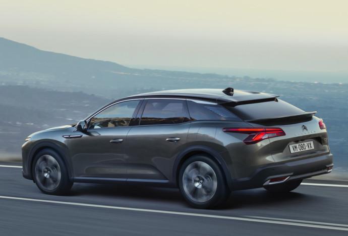 """Padidinto pravažumo """"Citroën C5 X"""" dizaine suderintos geriausios sedano, universalo ir SUV savybės"""