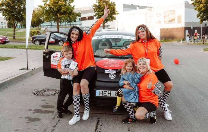 """Pramoginėse """"Ladies Go"""" lenktynėse: Iššūkiai žinomoms moterims, ledo ritulininkių triumfas ir aistrų cunamiai"""