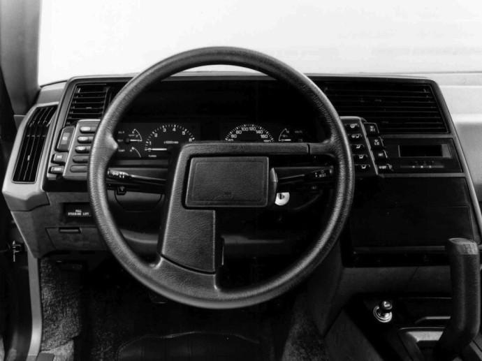 Šeši automobiliai, kurie turėjo pačių keisčiausių formų vairus