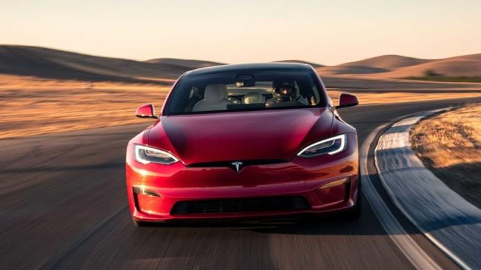 """""""Tesla Model S Plaid"""" užfiksavo stulbinančiai greitą Niurburgringo trasos įveikimo laiką"""