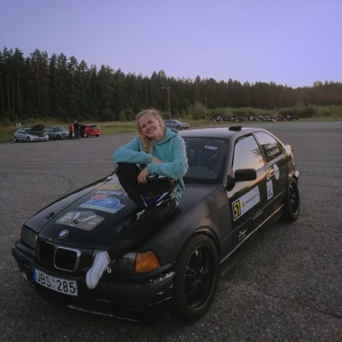 """Aistė: """"Svajoju, kad vieną dieną pati galėsiu perrinkti automobilio variklį ir dalyvauti lenktynėse"""""""